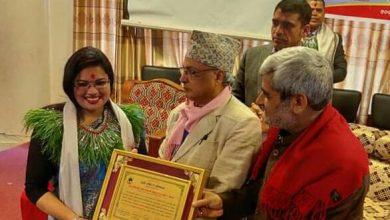 Photo of गाेरखाकी चेली डा.  अर्यालको 'अविश्रान्त' वर्षको उत्कृष्ट उपन्यासका रुपमा सम्मानित