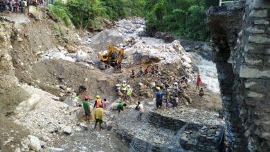 Photo of मोवाखोला पुलबाट दुई पांग्रे सवारी गुड्न थाले