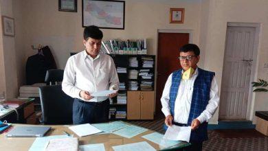 Photo of ऐनको व्यवस्थाप्रति खेद प्रकट गर्दै शिक्षाका कर्मचारीले बुझाए प्रधानमन्त्रीलाई माग–पत्र