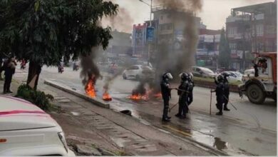 Photo of प्रदेश ५ काे राजधानी दाङ बनाउने निर्णयविरुद्ध बुटवलमा तनाव, सरकारी गाडी तोडफोड