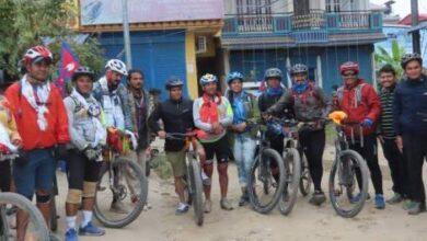 Photo of विश्व साइकल यात्री पुष्कर शाहको नेतृत्वकाे साइकल यात्रीहरूलाइ चितवनमा स्वागत
