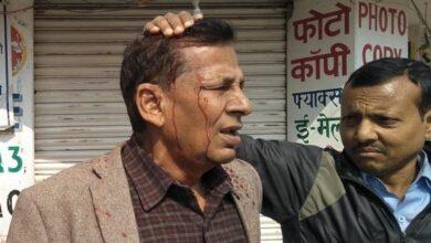 Photo of अाज नेपाल बन्दका क्रममा पूर्व मन्त्रीकाे टाउकाेमा फुट्याे