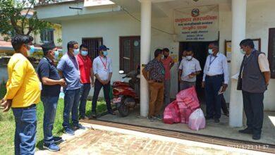 Photo of पालुङटारमा रहेका बैंक द्वारा स्वास्थ्यकर्मी र सुरक्षाकर्मीलाई स्वास्थ्य सामाग्री हस्तान्तरण