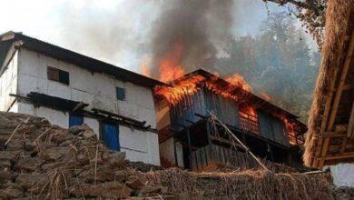 Photo of घरमा अागाेलागी हुँदा किरिया बसेका एक दम्पतीकाे मृत्यु