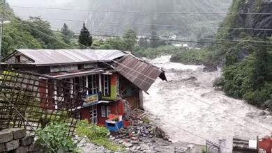 Photo of मनाङमा बाढी : जलविद्युत् आयोजनासहित पाँच होटल बगे